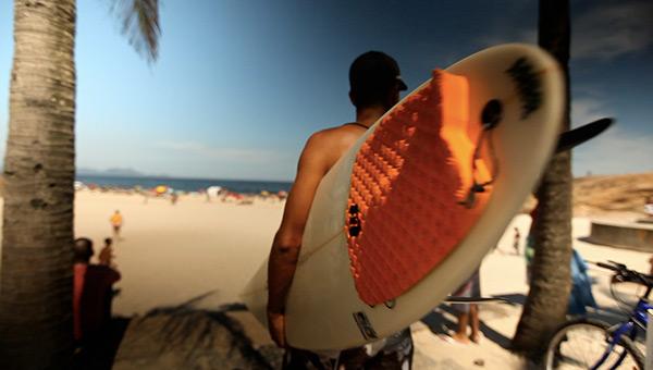 beat-of-rio-tim-hahne-brazilian-surfer-ipanema-beach-rio-brazil-surfista-praia