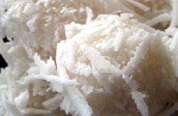 cuscuz-de-tapioca-couscous-coconut-topping