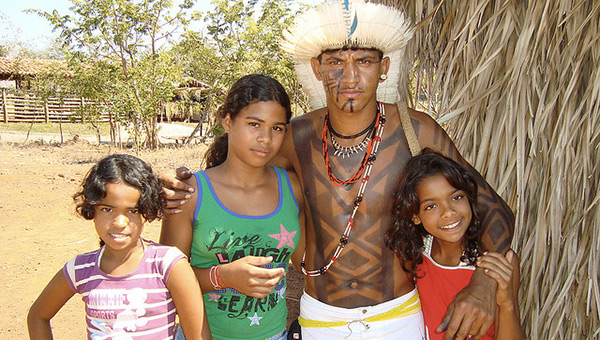 dia-do-indio-brazil-indigenous-family