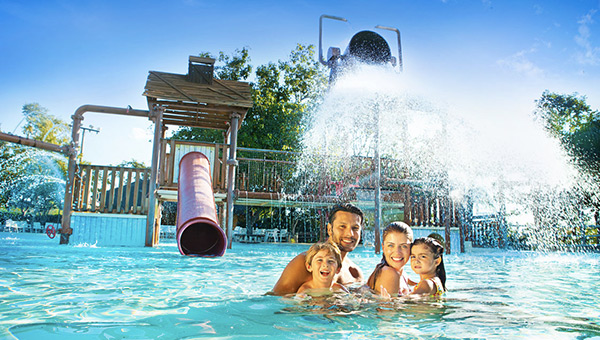 caldas-novas-rio-quente-hot-park-resort-brazil-family-pool