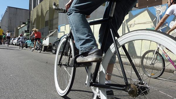curitiba-brazil-sustainable-city-bicycle-street