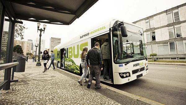 curitiba-brazil-sustainable-city-bus-loading