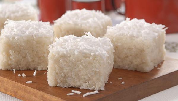 cuscuz-de-tapioca-couscous-coconut-four-bars