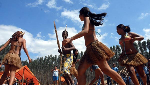 dia-do-indio-brazil-indigenous-dance