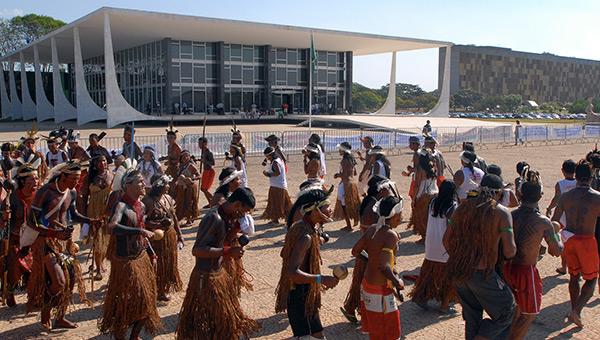 dia-do-indio-brazil-indigenous-protest-brasilia